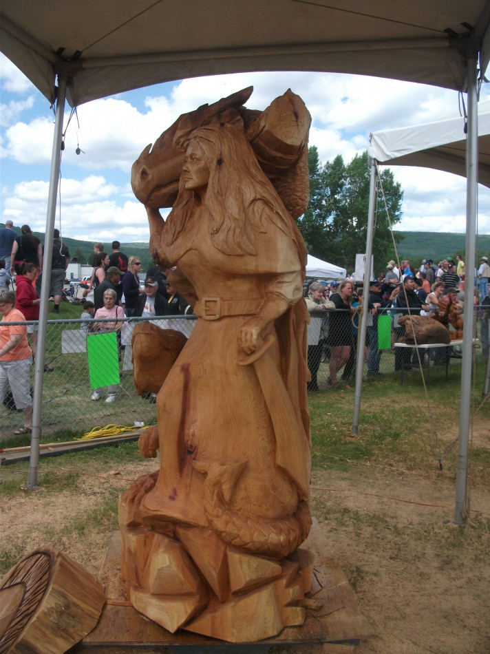 Chetwynd Chainsaw Carving Competition 2011 - The Hand That Rules